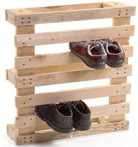 Chaussures garde robe faite avec une palette en bois Chaussures garde robe faite avec une palette en bois