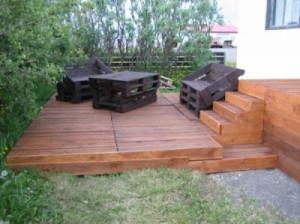 Faire une terrasse en bois avec des palettesmeuble en - Faire une terrasse avec des palettes ...