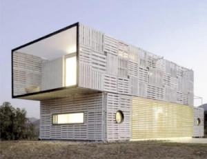 Maison Manifesto Construit avec des conteneurs maritimes et des palettes