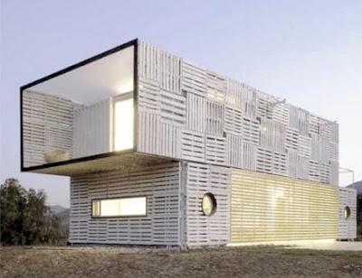 Maison manifesto construit avec des conteneurs for Maison avec conteneur maritime