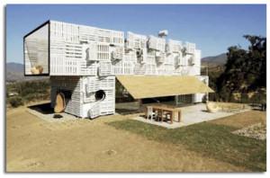 Maison Manifesto Construit avec des conteneurs maritimes et des palettes3