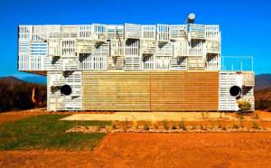 Maison Manifesto Construit avec des conteneurs maritimes et des palettes5