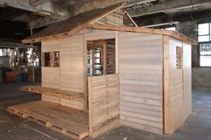 Maison de palettes ou d'un abri pour refugies2