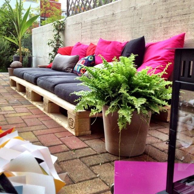 Wie man einen Garten Lounge mit Holzpaletten konstruieren