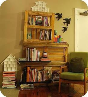 Construire un livre-étagère avec des palettes