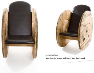 Bauen Sie sich ein Sessel mit einem hölzernen Kabeltrommel