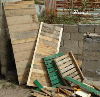 Bureau composé de palettes en bois re-recyclé4