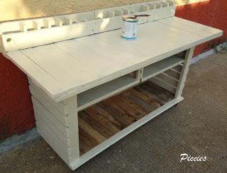 Bureau composé de palettes en bois re-recyclé7