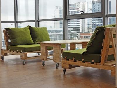 Bureau d'experts du vin meublé avec des meubles de palettes3