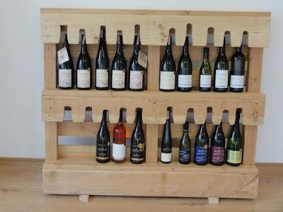 Bureau d'experts du vin meublé avec des meubles de palettes4