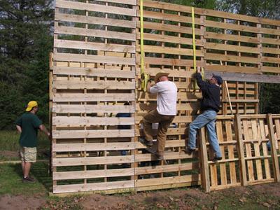 Cabane construite avec des palettes recyclées3