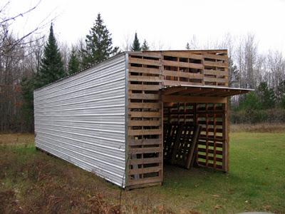 Cabane construite avec des palettes recyclées8