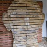 Conception d'une tête humaine faite de palettes en bois