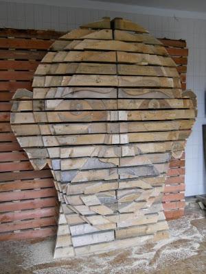 Conception d une t te humaine faite de palettes en boismeuble en palette me - Bricolage palette bois ...