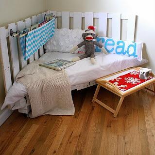 Construire un petit canapé et un coin lecture