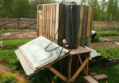 Construire une douche solaire avec des palettesmeuble en - Cabine douche exterieure ...
