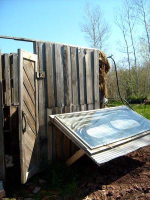 Construire une douche solaire avec des palettes pictures - Construire avec des palettes ...