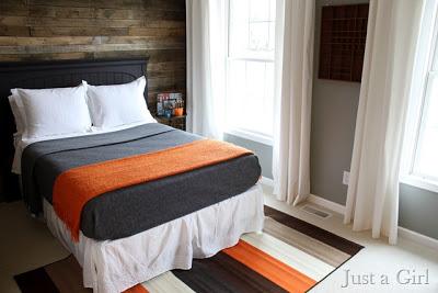 Couvrez le mur d\'une chambre avec palettes planches de boisMeuble en ...