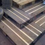 Escalier rustique faite avec des palettes en bois recyclées