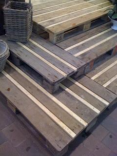 escalier rustique faite avec des palettes en bois recycl esmeuble en palette meuble en palette. Black Bedroom Furniture Sets. Home Design Ideas
