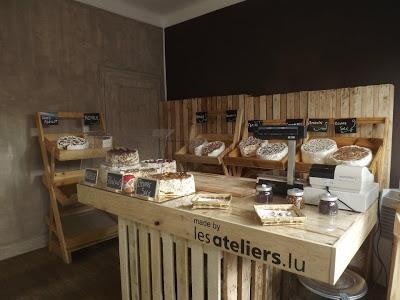 Kleinen Laden eingerichtet und mit Möbeln eingerichtet DIY Palette
