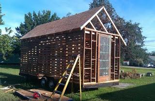 Maison faite de palettes recyclées