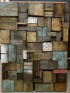 Oeuvre d'art faite de palettes en bois recyclées