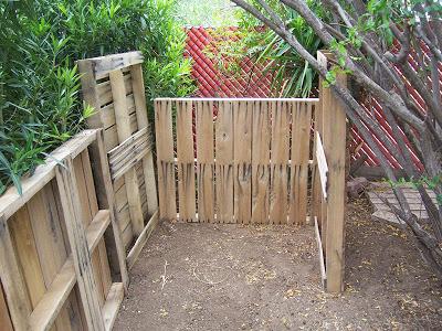Assurez- composteur fait maison avec des palettes en bois3