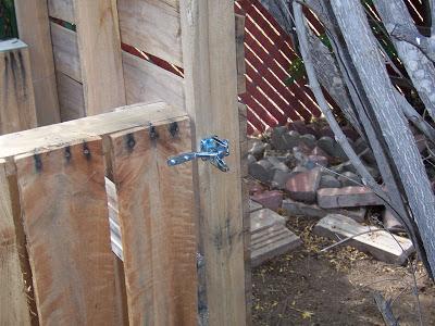 Assurez- composteur fait maison avec des palettes en bois7