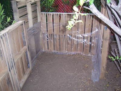Assurez- composteur fait maison avec des palettes en bois8