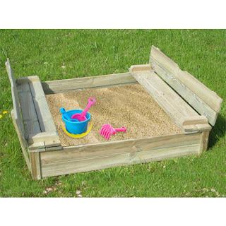 Bac à sable faite avec des palettes en bois2