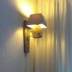Belle lampe faite avec les restes d' une palette recyclé