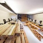 Bureau entièrement meublé avec des meubles super-économiques et écologiques