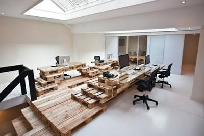 Bureau entièrement meublé avec des meubles super-économiques et écologiques2