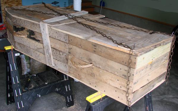 Cercueil Lowcost faite de palettes en bois