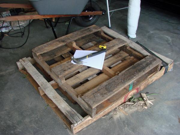 Cercueil Lowcost faite de palettes en bois2