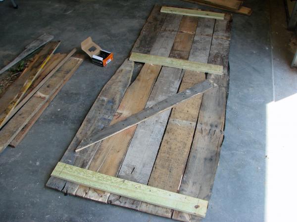 Cercueil Lowcost faite de palettes en bois3
