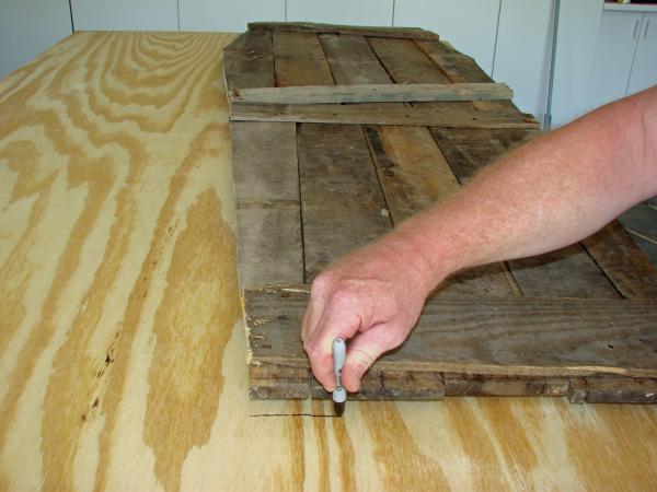 Cercueil Lowcost faite de palettes en bois5