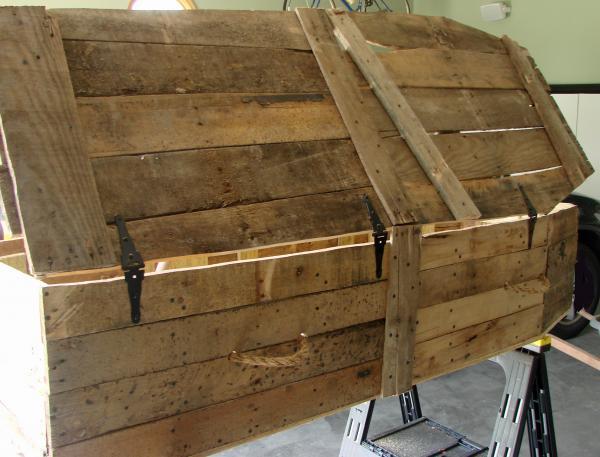Cercueil Lowcost faite de palettes en bois9