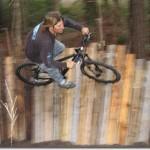 Circuit de vélos construit avec des palettes en bois