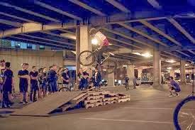 Circuit de vélos construit avec des palettes en bois7