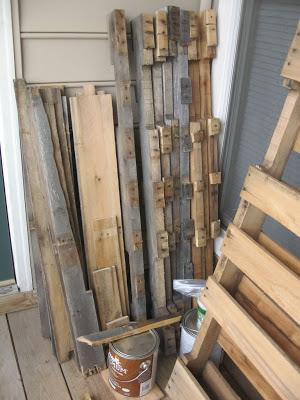Conception d'une table hexagonale pour votre balcon faite avec des palettes en bois2