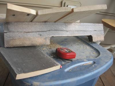 Conception d'une table hexagonale pour votre balcon faite avec des palettes en bois5