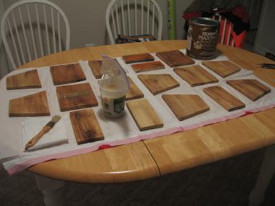Conception d'une table hexagonale pour votre balcon faite avec des palettes en bois6
