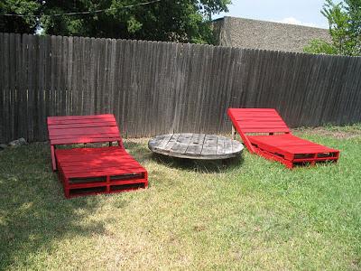 Construire un transat chaise longue pour votre jardin for Construire salon de jardin avec palette