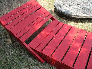 Construire un transat ( chaise longue ) pour votre jardin avec des palettes9