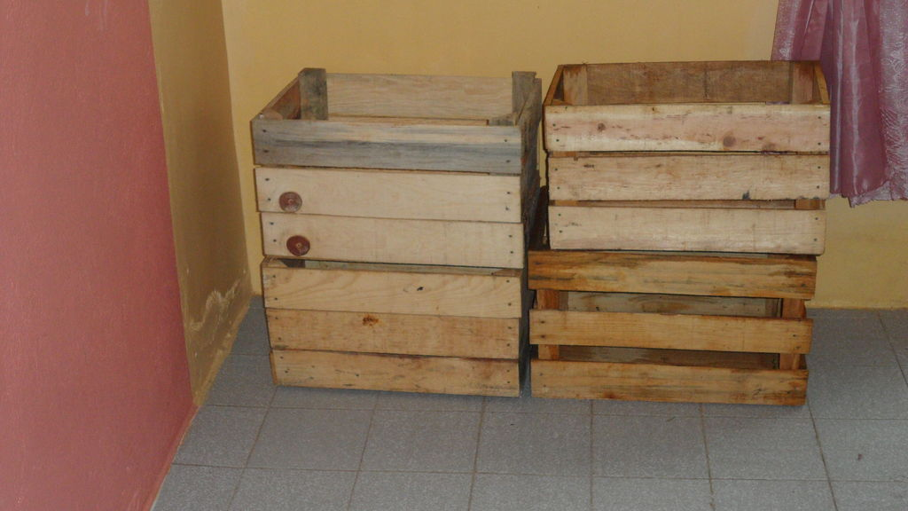 Construire une niche de palettes avec des boîtes de fruits1