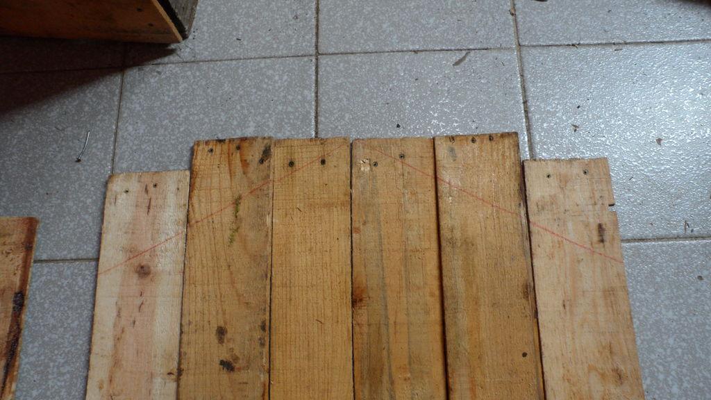 Construire une niche de palettes avec des boîtes de fruits3