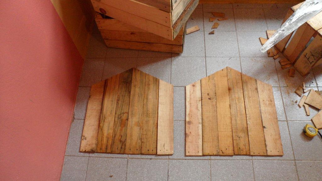 Construire une niche de palettes avec des boîtes de fruits4