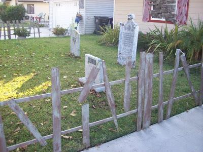 Décorez votre jardin à l'Halloween avec un cimetière faite de palettes2